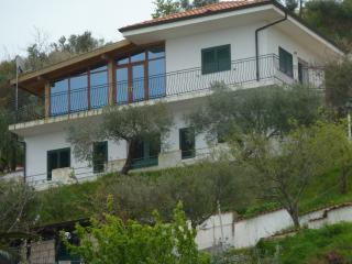 Bright 4 bedroom Villa in Zambrone - Zambrone vacation rentals
