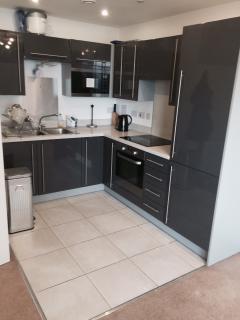 Modern and secured 2 bedroom, 2 bathroom flat - Croydon vacation rentals