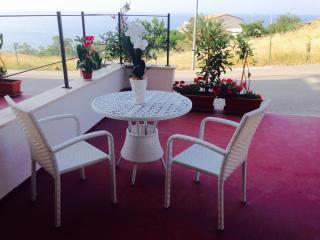 Sicilia, appartamento con terrazzo vista mare - Castel di Tusa vacation rentals
