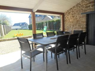Nice Gite with Internet Access and Outdoor Dining Area - Créhen vacation rentals