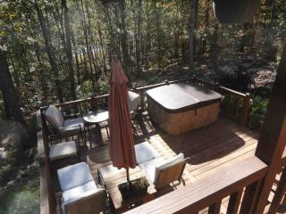 Greers Ferry Lakefront, walk to boat..HOT TUB - Higden vacation rentals