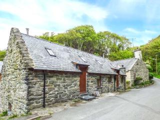 HENDOLL COTTAGE 2 upside down accommodation, woodburner, WiFi in Fairbourne Ref - Fairbourne vacation rentals