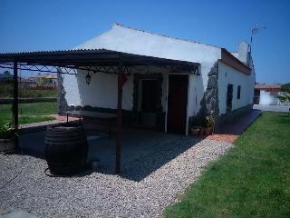 Nice Chalet with Outdoor Dining Area and Garage - Chiclana de la Frontera vacation rentals