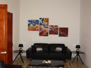 Bright & Luxurious 3 Bedroom Apartment, Valletta - Valletta vacation rentals