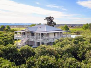 CORNWALLIS HOUSE. 4 b/r luxury waterfront property - Hawkesbury Valley vacation rentals