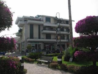 Villa Fiorita Casa Vacanze - appartamento Orchidea - Marina di Gioiosa Ionica vacation rentals