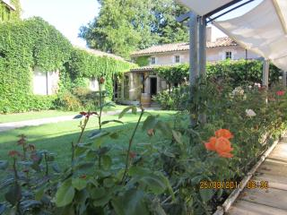 Nice Condo with Internet Access and Dishwasher - Saint-Caprais de Blaye vacation rentals