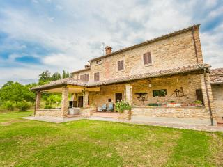17th century farmhouse with pool, A/C and Wi-Fi - Tregozzano vacation rentals