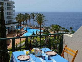 Apartamento T2 em frente ao Mar - (2 a 6 pessoas) - Funchal vacation rentals