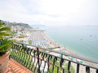 Beautiful 1 bedroom Vietri sul Mare Condo with Internet Access - Vietri sul Mare vacation rentals