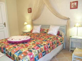Nice Guest house with Internet Access and Central Heating - Baignes-Sainte-Radegonde vacation rentals