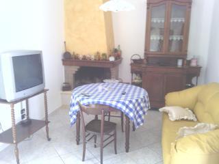 Cozy 3 bedroom Galatina House with A/C - Galatina vacation rentals