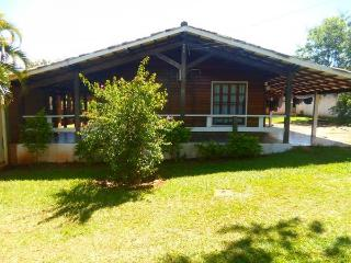 Charming Senador Canedo vacation Cottage with Garden - Senador Canedo vacation rentals