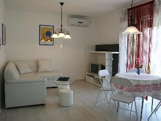 Romantic 1 bedroom Umag Apartment with Internet Access - Umag vacation rentals