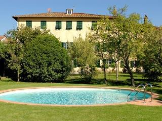 Elegant Villa in Lucca with garden and pool - Lucca vacation rentals