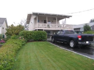 Bright 2 bedroom Sandwich House with Deck - Sandwich vacation rentals
