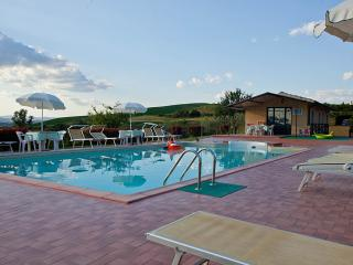 APPARTAMENTO  SOLE VISTA PANORAMICA CON PISCINA - Asciano vacation rentals