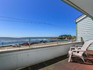 Lovely condo right in town with amazing ocean views - Depoe Bay vacation rentals