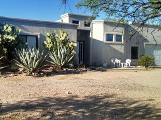 Tucson Winter Visitors.Beautiful 5 acre guest home - Palo Verde vacation rentals