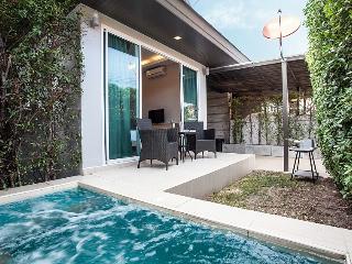 Jomtien Lamore Villa, 2 Bedroom with Jacuzzi Pool - Jomtien Beach vacation rentals