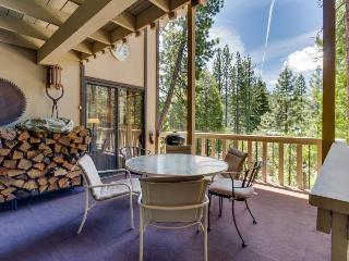 Quiet, woodsy Donner Lake retreat surrounded by forest near area attractions! - Truckee vacation rentals