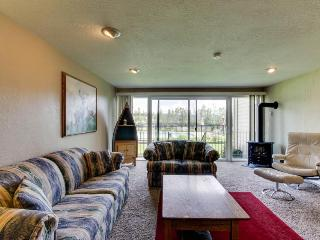 Condo w/shared pool, hot tub, & tennis on Lake Pend Oreille shoreline! - Sandpoint vacation rentals