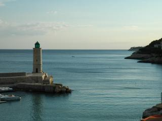 Seafront luxury apartment on Cote d'Azur - Cassis vacation rentals