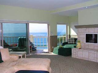 2 Bedroom, 2 Bathroom Vacation Rental in Solana Beach - (LB32) - Solana Beach vacation rentals
