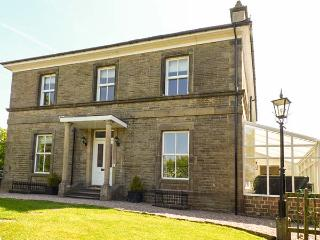 STONERIDGE, all bedrooms with en-suite shower and TV, WiFi, garden, pet-friendly, in Buxton, Ref 923876 - Buxton vacation rentals