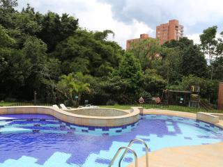BEAUTIFUL, COMFORTABLE, AND AFFORDABLE - Medellin vacation rentals