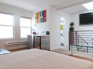 Downtown Toronto - Minutes from Eaton Center - Toronto vacation rentals
