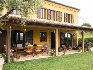 3 bedroom Farmhouse Barn with Internet Access in Osimo - Osimo vacation rentals