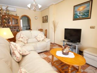 Casa Blanca a Cosy family apartment near  Alicante - La Marina vacation rentals
