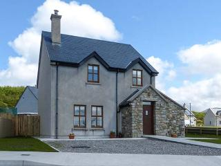 BENCORR, detached, bright and airy, solid-fuel stove, WiFi, enclosed garden, Tully, Ref 925873 - Tully vacation rentals