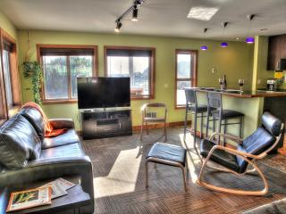 Modern Condo in the Heart of Yachats! FREE NIGHT - Yachats vacation rentals