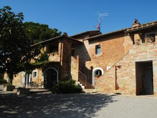 Nice Townhouse with Deck and Internet Access - Castiglione Del Lago vacation rentals