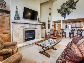 3BR Spruce Lodge Penthouse in Exclusive Gated Community in the Heart of Arrowhead Village, Walk to Lifts, Pool/Hot Tub, and Restaurant - Edwards vacation rentals
