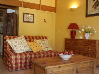 Very Private Gites Jasmine Cottage - Roujan vacation rentals