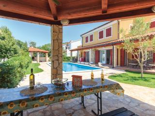 Oliva D1 with Pool, Grill, Wi-Fi, near the sea - Banjole vacation rentals