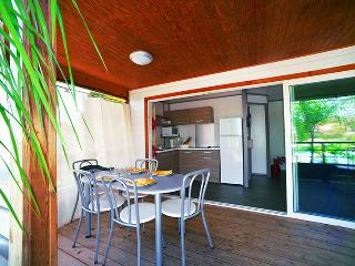 Cottage tout confort 2 chambres, 5 pers. plage, piscine, wifi - Le Vauclin vacation rentals