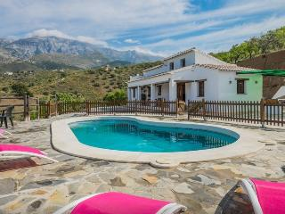 Perfect Villa with Outdoor Dining Area and Television - Sedella vacation rentals