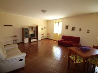 Bright 2 bedroom Villavallelonga Townhouse with Television - Villavallelonga vacation rentals