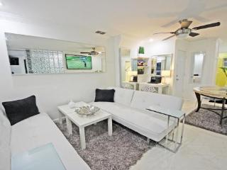 2 Room Golf SPA Villa Suite close to Busch Gardens - Tampa vacation rentals