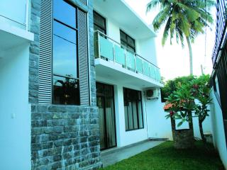 2 bedroom Apartment with Internet Access in Boralesgamuwa - Boralesgamuwa vacation rentals