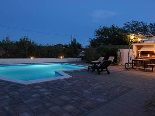 Apartment with pool, for 4 people, A2 - Zaton (Zadar) vacation rentals