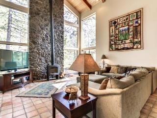 Luxurious home w/ close ski access, private hot tub & SHARC passes! - Sunriver vacation rentals
