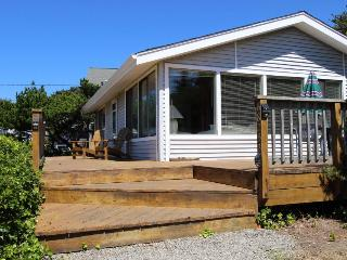 Cozy oceanfront cottage with WiFi and cable! - Florence vacation rentals