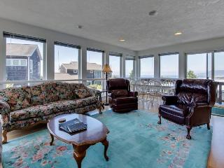 Gorgeous ocean views, space for 9 in this hilltop home - Rockaway Beach vacation rentals
