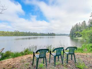 Tri-level lakefront house w/water toys & private hot tub! - Florence vacation rentals