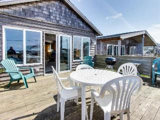 Tranquil beach house w/ ocean view, private hot tub & stylish decor - dogs ok! - Rockaway Beach vacation rentals